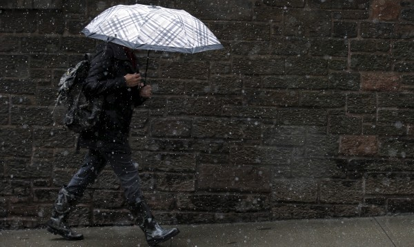 Срядата дъждовна, на места и ще гърми