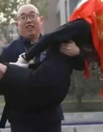 Да конструираш жена си: Китаец се ожени за робот!