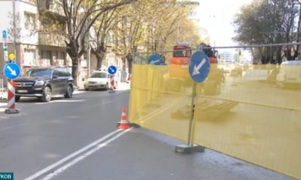 """Ремонтът по """"Дондуков 2"""" в ход: Отсега та цяло лято"""