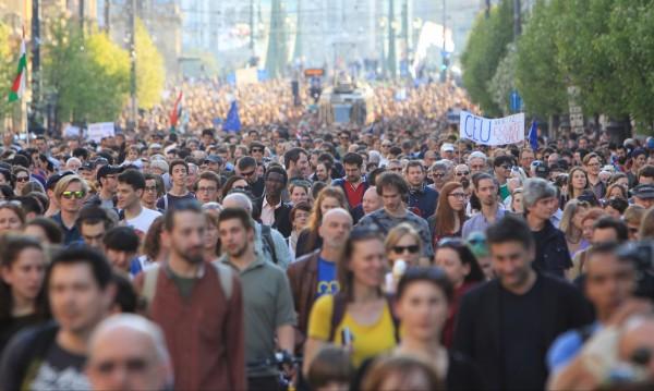 """Поколението """"Какво"""" – социално ангажирани, но не и политически"""
