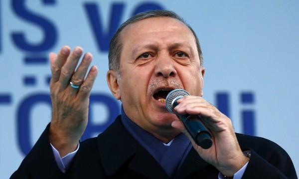 "Референдум и повече права за Ердоган? ""Не!"" изкрещя ДПС"