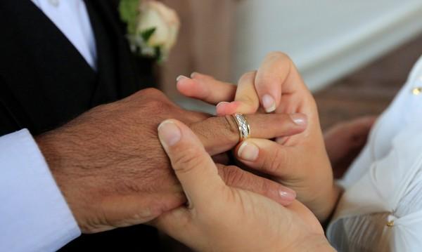 Сватби с кредити от заложни къщи, годежните пръстени – също от там