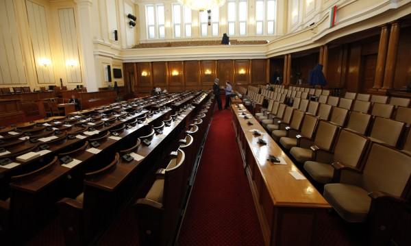 """Наместиха се в парламента: ГЕРБ завзема РБ, ДПС – """"Атака"""""""