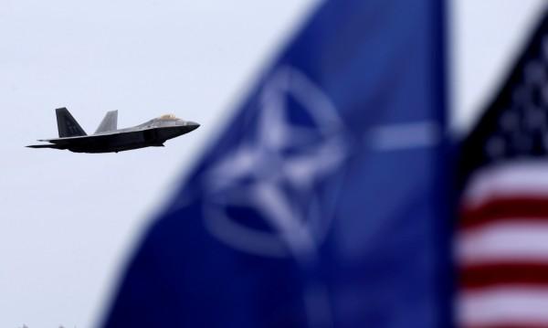 Кабинетът с нов проект: Чиновниците на НАТО – с екстри у нас