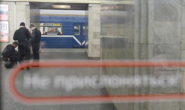 Санкт Петербург под напрежение: Съмнения за бомби в метрото