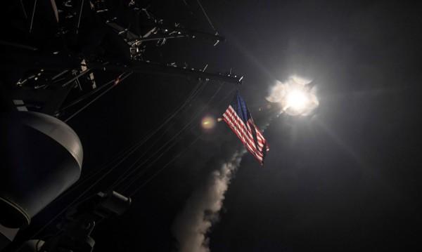 """САЩ удариха Сирия с 59 ракети """"Томахоук"""""""