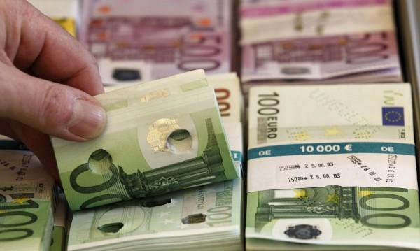 Европейци крият стари банкноти за €15 млрд. под дюшека