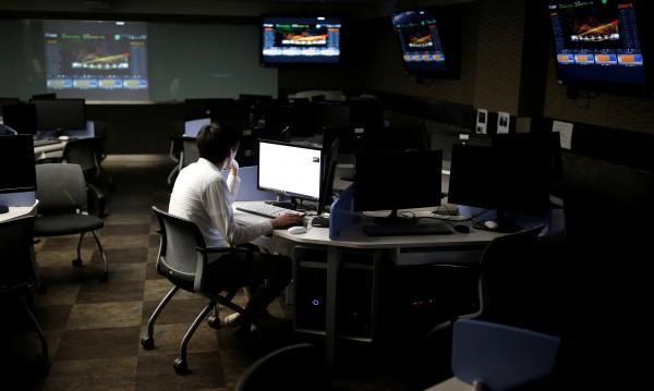 Изправена пред киберзаплаха, Франция готви военни хакери