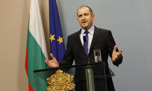 Къде гласуват българите по света? Радев иска да знае