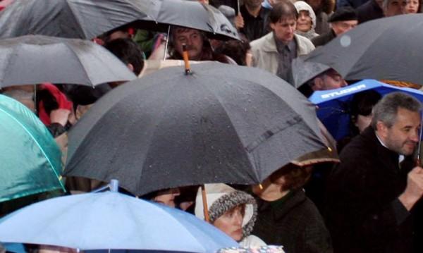 Дъжд, вятър и студ ни чакат в съботния ден