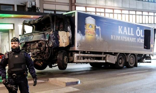 Двама души са арестувани за атентата в Стокхолм