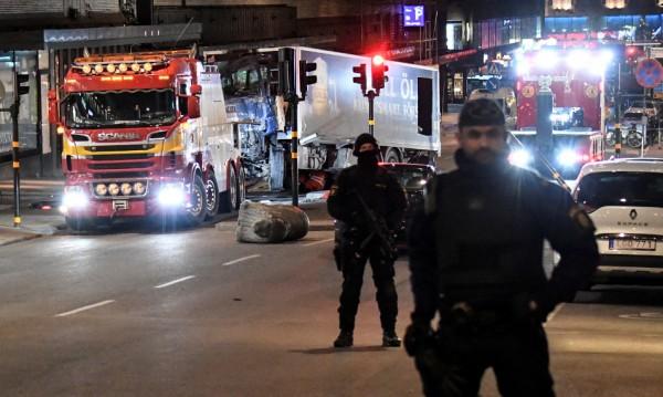 В камиона на атентатора в Стокхолм имало експлозиви?