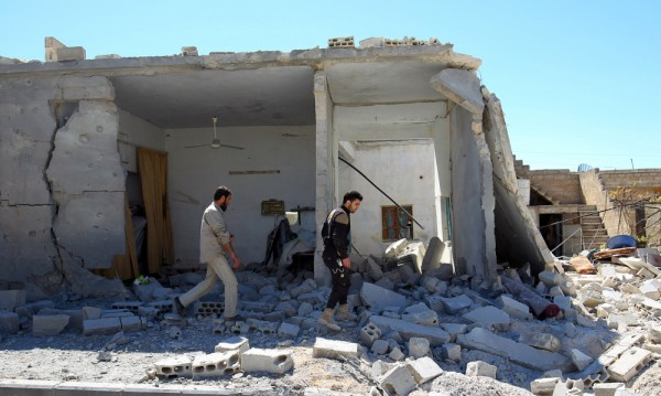 Нов въздушен удар по сирийския град Хан Шейхун