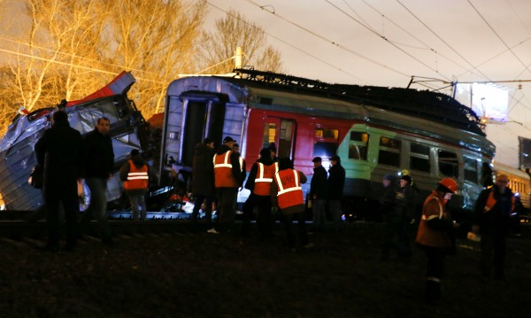 Два влака се сблъскаха край Москва, десетки са ранени