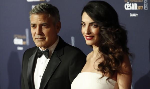 Щедрост: Клуни компенсира съседите си заради... ремонт