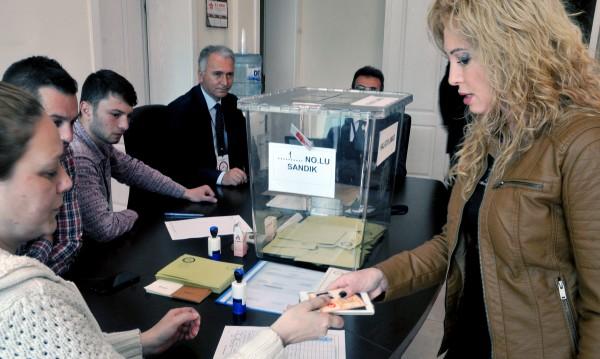 Турските власти отвориха три секции у нас за референдума