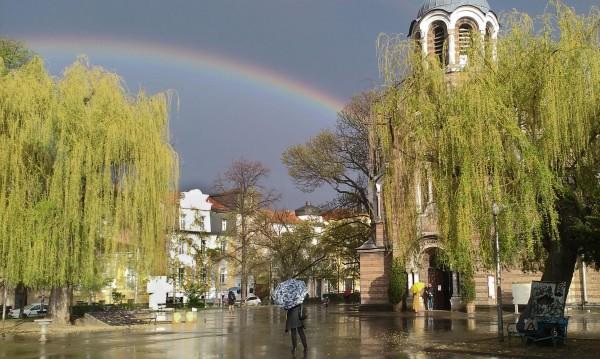 София днес – тъжни църкви, трафик и красиви гледки. А утре?