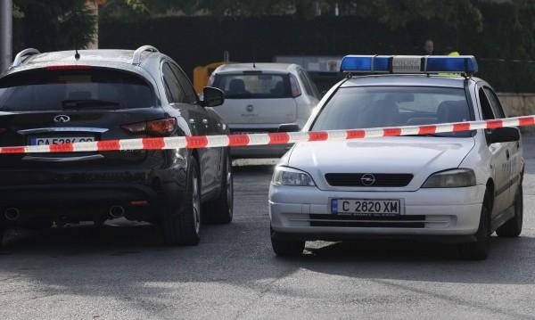 Екшън пред банка: Мотористи ограбиха грък