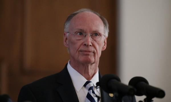 Дръзка любов С PR-ка! Падението на губернатора на Алабама