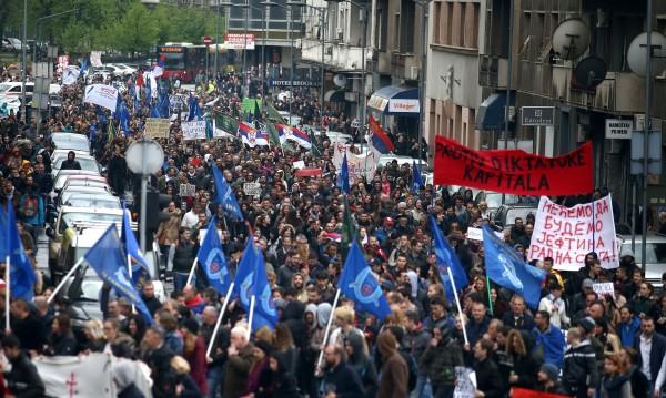 Вълчи вой в Сърбия: Поредна нощ на протести