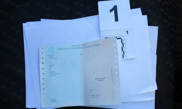 Разбиха банда фалшификатори на документи за самоличност