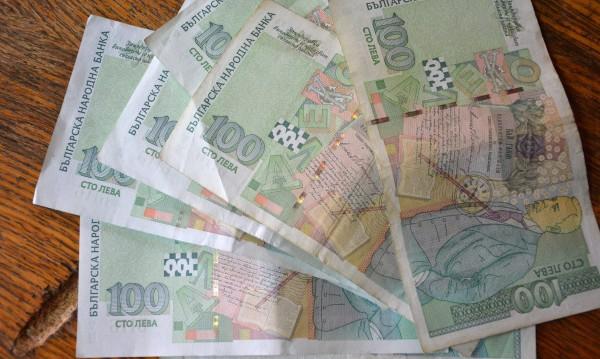 Намери се! Жена потърси част от намерените в магазин пари
