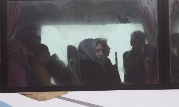 Започна евакуации на жители от обсадени сирийски селища