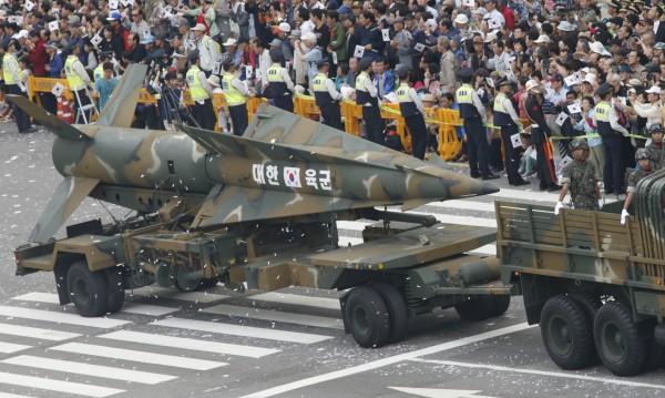 Пхенян си показа ракетите, помпа мускули пред САЩ