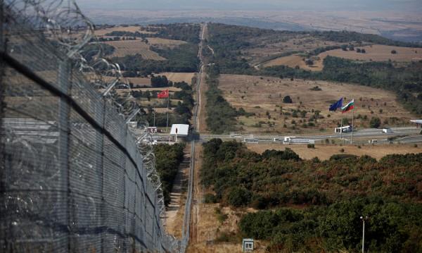 Ще удължават с километър оградата на границата с Турция