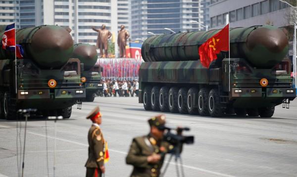 Акцентът на парада в Пхенян - оръжията и ракетите