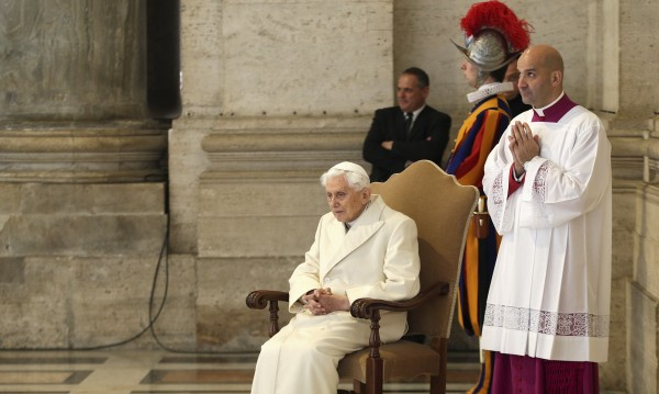 Папа Бенедикт стана на 90, ще празнува скромно