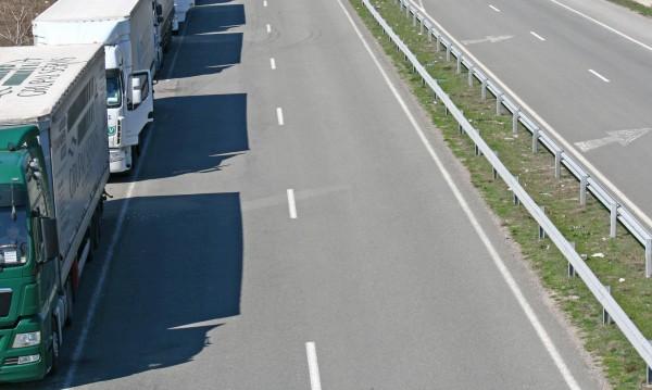 Голямото прибиране: Спират камионите от 14 до 20 часа