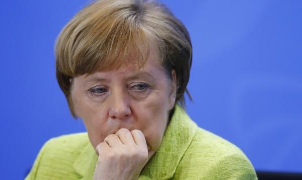 """Меркел със зов към Турция за """"уважителен диалог"""""""