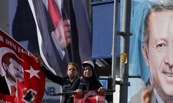 Европа зове Ердоган да пипа внимателно по... Конституцията