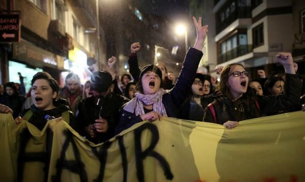Турция удължи извънредното положение с още три месеца
