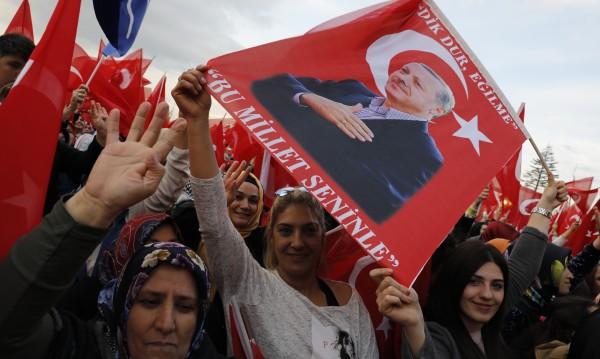 След референдума в Турция: Гражданската война чука