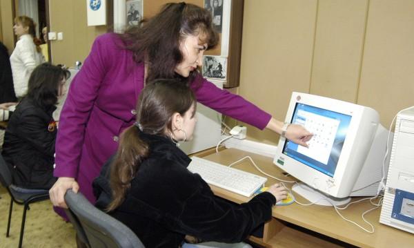 МОН мери компютърните умения на десетокласници