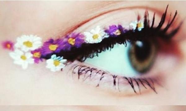 Цветя по очите - новият хит в грима