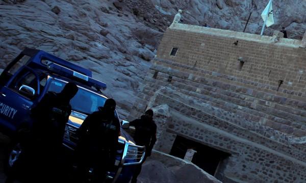 Въоръжени убиха полицай до манастир в Синай