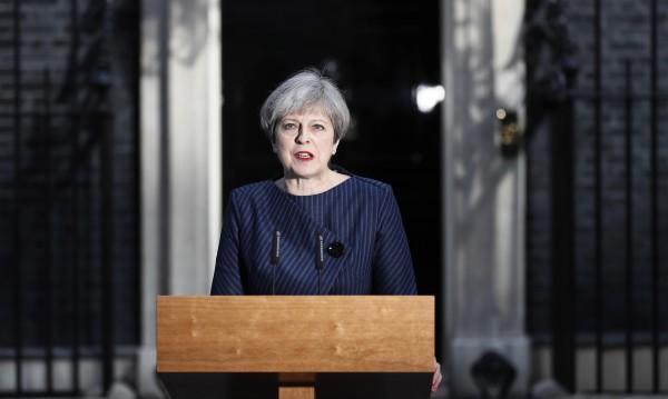 Британски печат: Мей се отметна, поиска нови избори