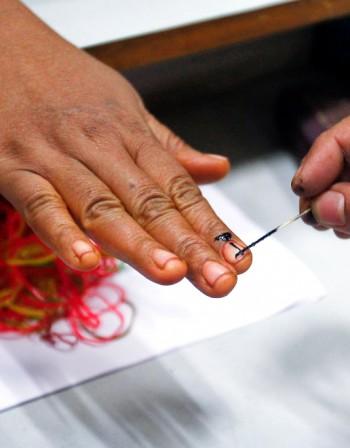 Бели точки по ноктите алармират за инфекции