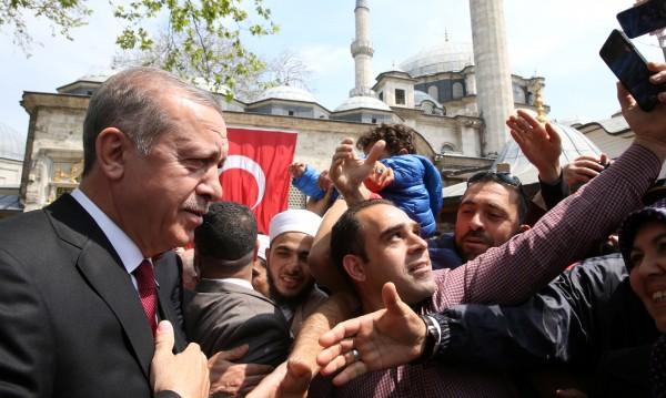 Ердоган: Референдумът не ме прави вечен управник!
