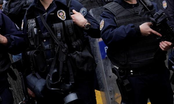 Неизвестни стреляха срещу кметството в Анкара
