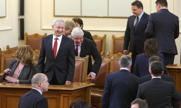 Герджиков връща властта на Борисов на 4 май. Ако е рекъл Господ