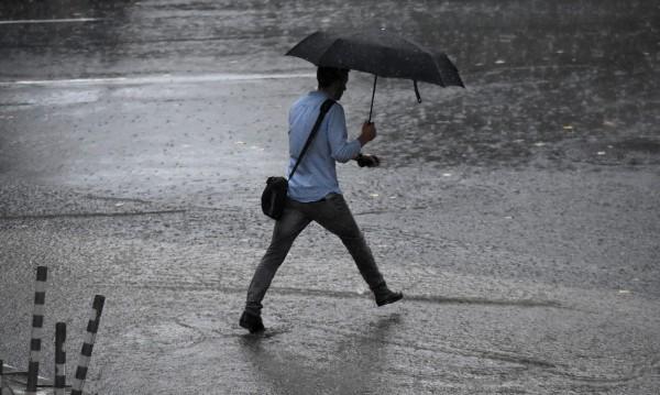 Със силен вятър и много дъжд: Идва още по-голям студ