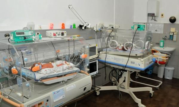 Медсестрите заминават в чужбина, акушерките изчезват