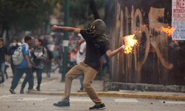 Над 220 пострадали при протестите във Венецуела