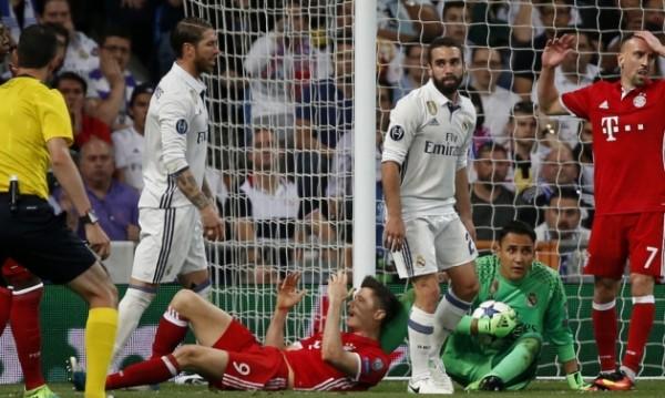 В Германия бесни! Съдията от мача с Реал в ресторант в Мадрид