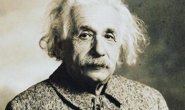 Знаете ли, че... Първата научна книга Айнщайн написва, когато е на 16?