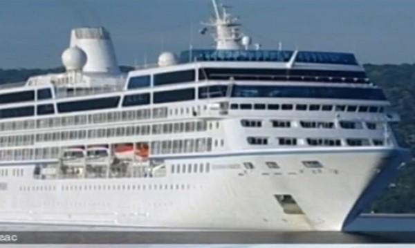 216-метров луксозен лайнер акостира в Бургас
